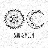 Vector el sol y la luna dibujados mano en fondo de los puntos del extracto Imagen de archivo libre de regalías