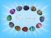 Vector el texto de Pascua y los huevos de Pascua felices en el fondo azul claro para la tarjeta de felicitación pascual del día d ilustración del vector