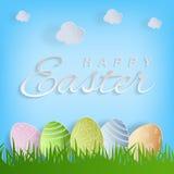 Vector el texto de Pascua y los huevos de Pascua felices en el fondo de la naturaleza para la tarjeta de felicitación del día de  Fotos de archivo