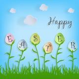 Vector el texto feliz de Pascua en los huevos de Pascua en el fondo de la naturaleza para la tarjeta de felicitación del día de f Imagenes de archivo