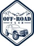 Vector Emblem mit Wald des Autos 4x4 und der Berge nicht für den Straßenverkehr Lizenzfreies Stockbild