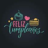 Vector Feliz Cumpleanos, переведенный с днем рождения дизайн литерности Праздничная иллюстрация с тортом для поздравительных откр иллюстрация штока