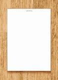 Vector a folha do papel vazio A4 no fundo de madeira Imagem de Stock