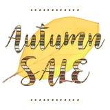 Vector gelbes Blatt mit den Autumn Sale-Beschriftungs- und -herzgrenzen, die auf weißem Hintergrund lokalisiert werden Stockbilder