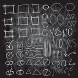 Vector gli elementi dell'evidenziatore sul bordo di gesso, imitazione dei cerchi disegnati a mano, Fotografia Stock