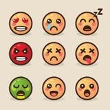 Vector gli emoticon di kawaii di stile dell'illustrazione con le varie emozioni su un fondo leggero royalty illustrazione gratis