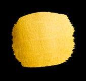 Vector gouden borstelslag De verfvlek van de waterverftextuur op zwarte wordt geïsoleerd die Abstracte hand geschilderde achtergr Royalty-vrije Stock Afbeeldingen