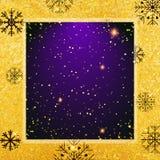 Vector gouden textuurachtergrond met sneeuwvlok Realistisch leeg ontwerp voor Kerstkaart Stock Foto's