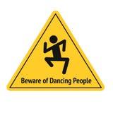 Vector grappige verkeersteken voor bar of nachtclub Voorzichtig zijn van dansende mensen Gele aandachtstekens Vlak Ontwerp Stock Foto's