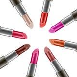 Vector Hintergrund mit realistischen Lippenstiften mit verschiedenen Farben Stockfoto