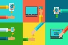Vector i concetti di attività bancarie online fissati - paghi e riscuota i fondi facendo uso dei dispositivi mobili Fotografie Stock
