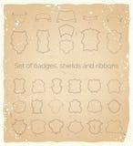Vector i distintivi ed i nastri messi sul fondo della carta di wintage Immagine Stock