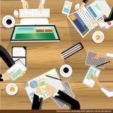 Vector il 'brainstorming' e la riunione dell'uomo d'affari sulla tavola di legno Fotografie Stock Libere da Diritti