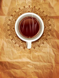 Vector il fondo con una tazza di caffè e un modello openwork o Fotografia Stock