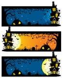 Vector il modello orizzontale terrificante dell'insegna di Halloween con la casa spettrale sull'iarda grave royalty illustrazione gratis