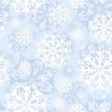 Vector il modello senza cuciture con i fiocchi di neve di pizzo su un fondo blu delicato Vacanze invernali Immagini Stock Libere da Diritti