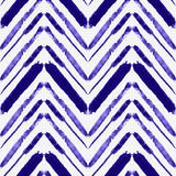 Vector il modello senza cuciture con le linee etniche di zigzag dell'acquerello Royalty Illustrazione gratis