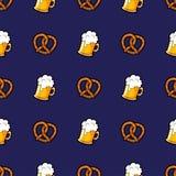 Vector il modello senza cuciture con le tazze della birra e dei brezels Immagine Stock Libera da Diritti