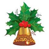 Vector il ramo con le foglie e bacche della bacca dell'agrifoglio o di ilex e campana dorata decorata su fondo bianco Fotografie Stock