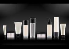 Vector illustratie Reeks Realistische Kosmetische Flessen Wit plastiek, transparante steen, glas met zwarte dekking Roomkruiken vector illustratie
