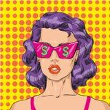 Vector Illustration der Frau in der rosa Sonnenbrille mit Dollarzeichen Lizenzfreies Stockfoto