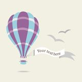 Vector Illustration des Heißluftballons auf dem Himmel Stockfoto