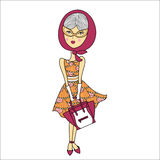 Vector Illustration eines schönen Modemädchens in der Sonnenbrille, Druckkleid mit Tasche Bezaubernde Dame auf weißem Hintergrund Lizenzfreie Stockbilder