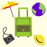 Vector Illustration, Reisesatz der Tasche, Regenschirm, Kamera, Kugel und Kappe Stockfoto