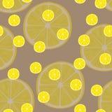 Vector Illustration von Zitronenscheiben in den selben Größen auf Braun Muster Lizenzfreie Stockbilder