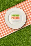 Vector a ilustração 3d realística da placa, manta vermelha no gramado da grama verde Piquenique no parque Bandeira, molde do proj Foto de Stock Royalty Free