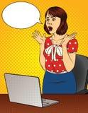 Vector a ilustração de cor de uma mulher chocada no escritório imagem de stock royalty free