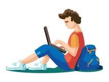 Vector a ilustração do homem novo do estudante - menino, adolescente - sentando-se na grama - com portátil do dispositivo, trouxa ilustração do vetor