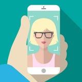 Vector a ilustração do selfie no telefone celular no estilo liso na moda Vector o ícone da menina que toma a imagem no smartphone Foto de Stock Royalty Free