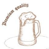 Vector a ilustração tirada mão do lápis do vidro de cerveja com etiqueta Imagem de Stock Royalty Free