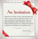 Invitaion con el arco y la cinta rojos stock de ilustración