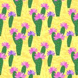 Vector Kaktus mit dem Blumenmuster, das auf gelbem Hintergrund lokalisiert wird Vektor Abbildung