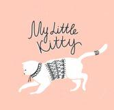 Vector Karte mit netter weißer Katze und stilvoller Beschriftung 'meine kleine Miezekatze' Lizenzfreie Stockfotografie