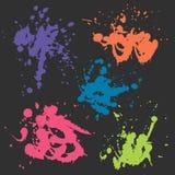 Vector kleurrijke die vlek op zwarte achtergrond wordt geplaatst Royalty-vrije Stock Afbeeldingen