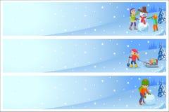 Vector l'illustrazione dei bambini che giocano nella via nell'inverno I bambini scolpisce il pupazzo di neve Alette di filatoio o illustrazione vettoriale