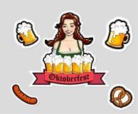 Vector l'illustrazione della cameriera di bar con le tazze della birra Autoadesivi di Oktoberfest, logo Immagini Stock Libere da Diritti