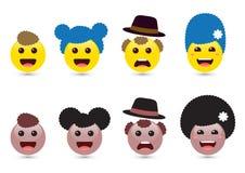 Vector l'illustrazione della famiglia degli emoticon sorridente svegli su bianco Immagini Stock Libere da Diritti