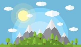 Vector l'illustrazione delle alte montagne e delle colline coperte in legno verde, chiaro cielo di nuvole e sole illustrazione vettoriale