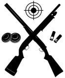 Vector l'obiettivo con due fucili da caccia e munizioni e piatti illustrazione di stock