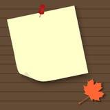 Vector la etiqueta engomada en blanco en fondo de madera con la hoja del mapple ilustración del vector