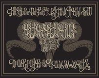Vector la fuente gótica manuscrita para las letras únicas con el ejemplo dibujado mano del cráneo del espolón libre illustration