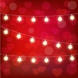 Vector la ghirlanda realistica della lanterna del ` s del biglietto di S. Valentino della st su fondo rosso carta del ` s del big Fotografia Stock