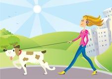 Mujer y perro en paseo Imagenes de archivo
