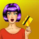 Vector a la mujer sorprendida del arte pop con la tarjeta de crédito Foto de archivo libre de regalías