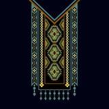 Vector la progettazione per le camice del collare, bluse, maglietta Un collo etnico di due fiori di colori Confine decorativo di  royalty illustrazione gratis