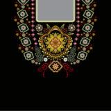 Vector la progettazione per le camice del collare, bluse, maglietta Un collo etnico di due fiori di colori Confine decorativo di  illustrazione vettoriale